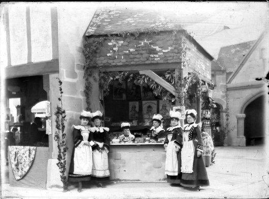 Bazar de charité la Bretagne invitée 1906