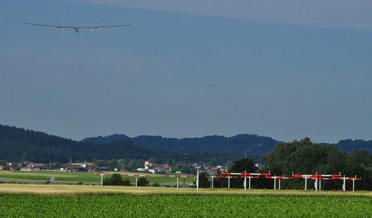 Solar Impulse 2 se met en ligne pour l'atterrissage