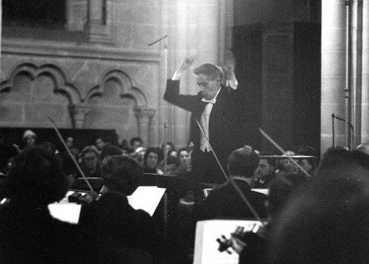 Victor Desarzens dirige le De Profundis de Jean Perrin