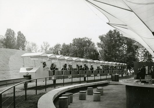 Expo 64 le train suspendu