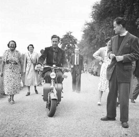 Paul Burger en moto. 15