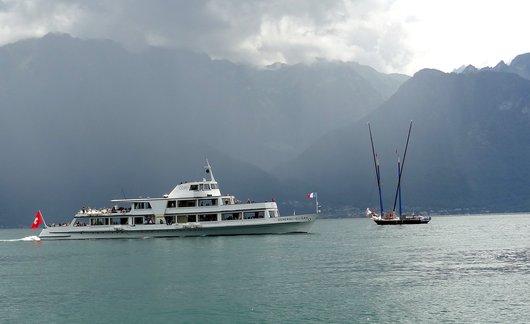 M/S «Général-Guisan» et barque latine «Neptune» au large de Vevey