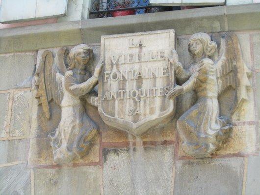 Lausanne La vieille fontaine antiquités