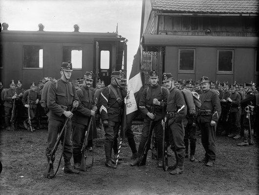Soldats en gare de Bulle