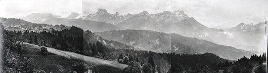 Vue panoramique sur Villars et le Grand Muveran.