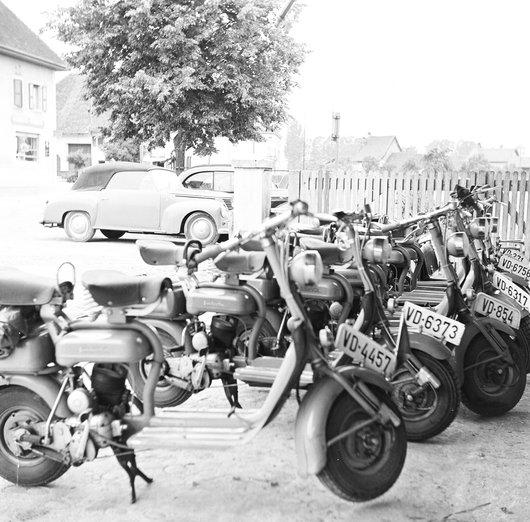 Scooters parkés a yvonant.8