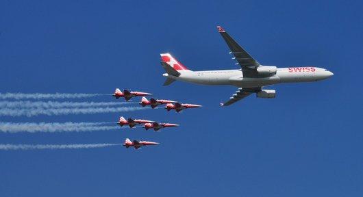 Air14 - Airbus A330 et la patrouille Suisse