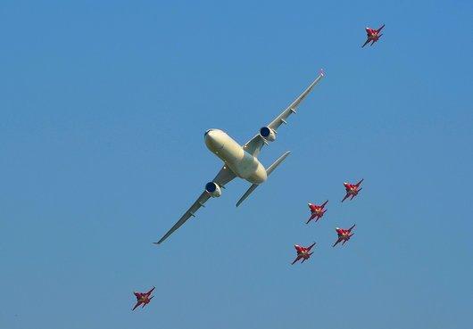 Air14 - A330 et la Patrouille Suisse