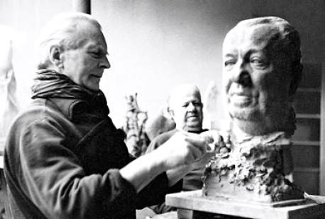 Casimir Reymand dans son atelier en 1964 OK OK