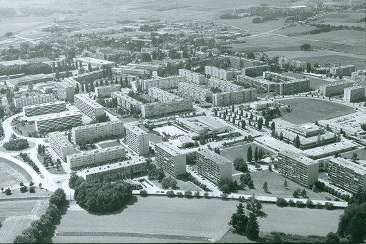 Meyrin cité en vue aérienne en 1981