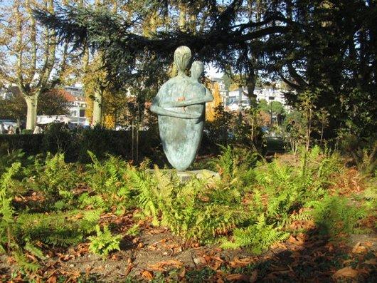 Statue femme à l'enfant de Delémont Nicolas