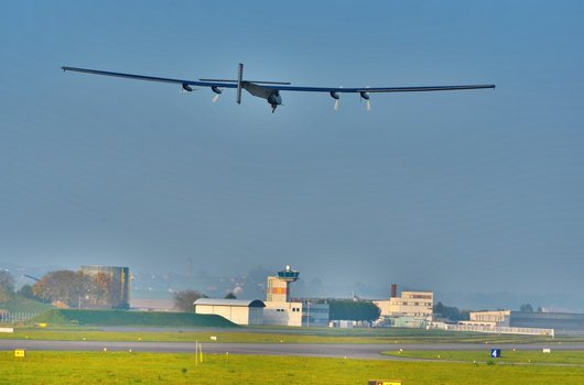 Solar Impulse au décollage de Payerne