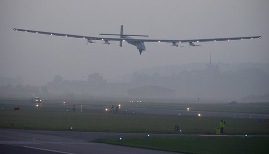 Solar Impulse en phase d'atterrissage