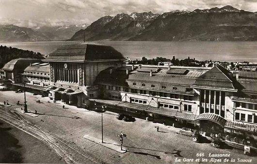 Gare de Lausanne et les Alpes de la Savoie