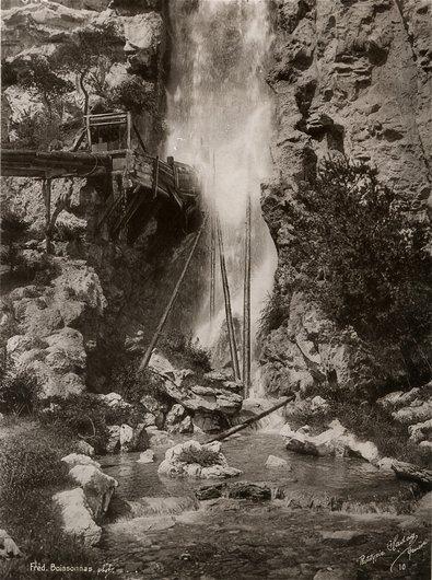 La chute d'eau du village suisse