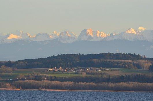 Chabrey (VD) le lac et les alpes