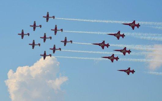 AIR14 - PC7 Team et Patrouille Suisse