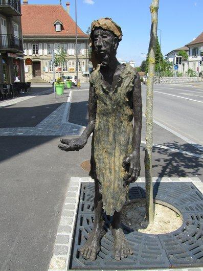 Echallens Oeuvre de Simone Mayor L'homme à la main tendue