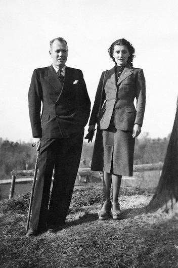 Christian de Weck et Germaine Delacoste au moment de leurs fiançailles