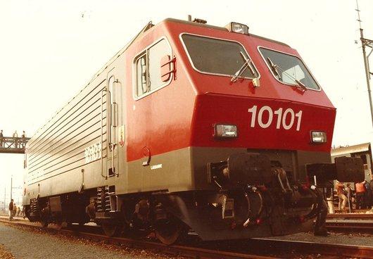 Locomotive CFF Re 4/4 IV