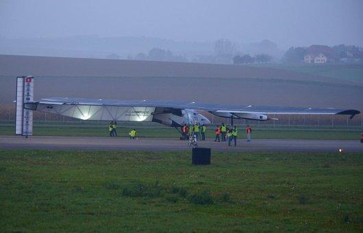 Solarimpulse 2 à la nuit tombante