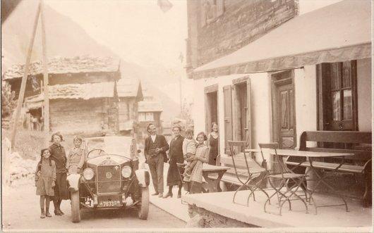 Premières voitures à Zinal