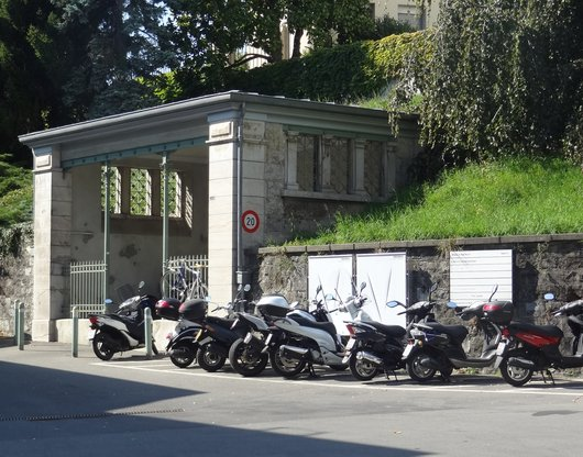 Ancienne salle d'attente ligne tramway «Gare Jura-Simplon - Hôpital»
