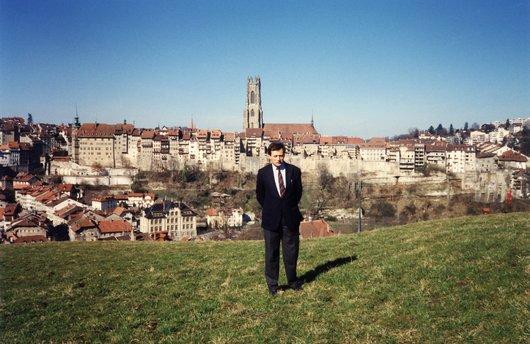 Laurent de Weck sur fond de Fribourg