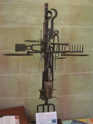 Echallens Croix en métal de Daniel Nagy