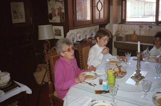 Ma mère Germaine de Weck, née Delacoste, dans notre appartement de la rue de la Balance
