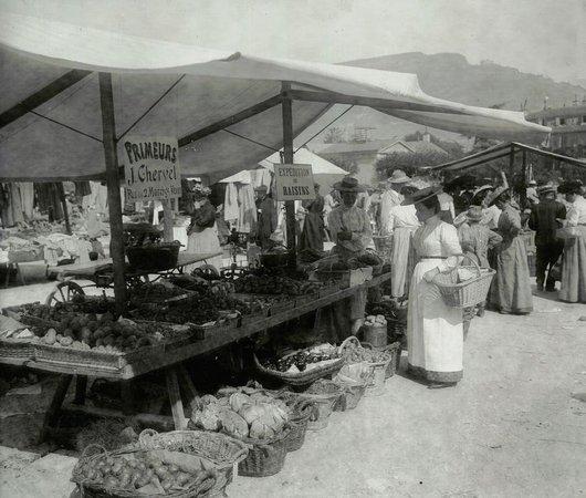 La Place du Marché à Vevey en 1904