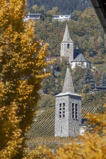 Vue des églises de Veyras et Venthône depuis Sierre
