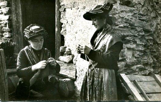 St-Luc, femmes en costume