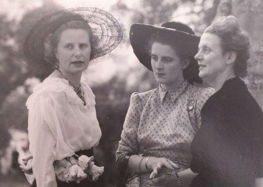 Marcelle von der Weid Elisabeth de Boccard Odile de Boccard 1947