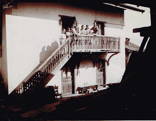 Famille au balcon_660