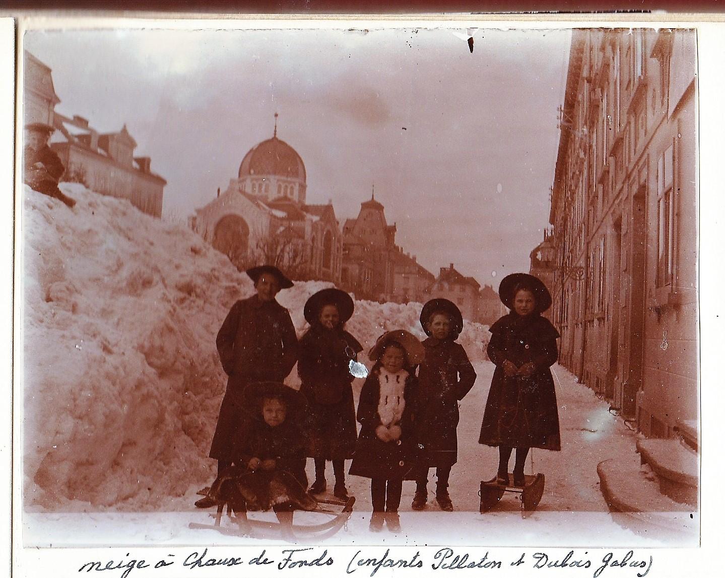 La Chaux de Fonds. Enfants Pellaton et Dubois-Gabus dans la neige.