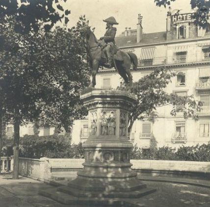 Geneve statue Duc Brunswick