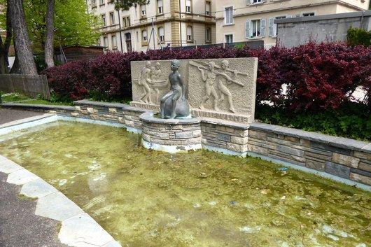 Une fontaine au Locle_687