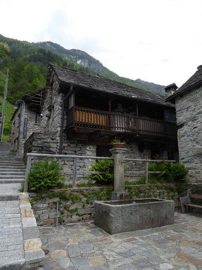 Val Verzasca_Sonogno_le village_689