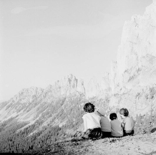 Enfants à la montagne, chaîne des Gaslosen
