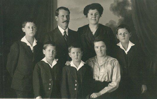Une famille chez le photographe