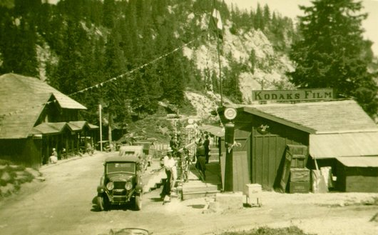 Station service du Col de Pillon et sa la longue vue