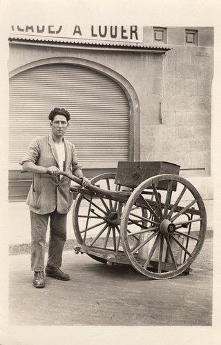 Le laitier de Carouge Secondo Casebasse dans les années 1920