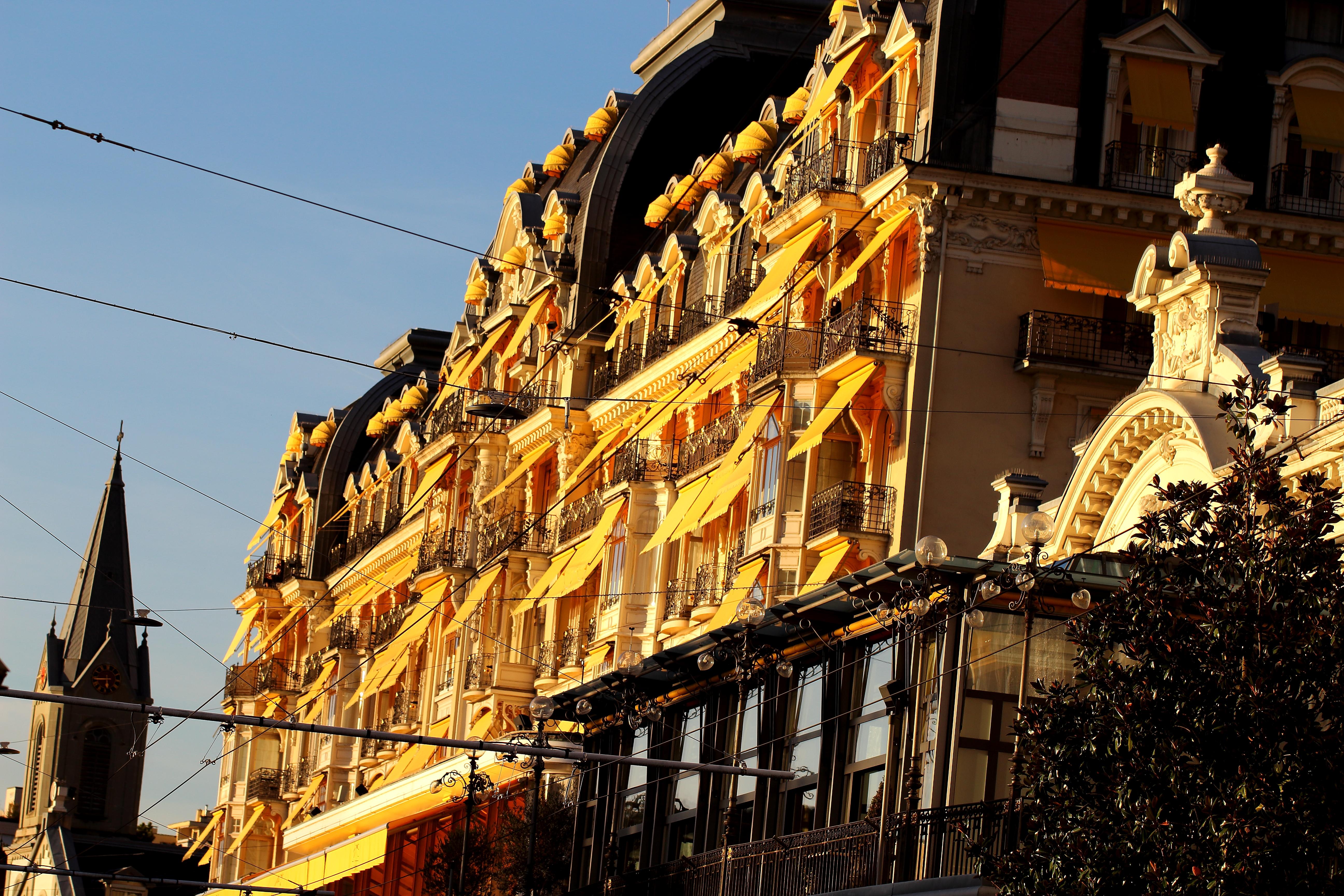 """Soleil sur le """"Montreux Palace"""""""