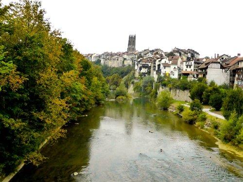 Fribourg, la Cathédrale et la Sarine