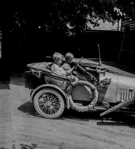 Bébé Peugeot à Bremblens