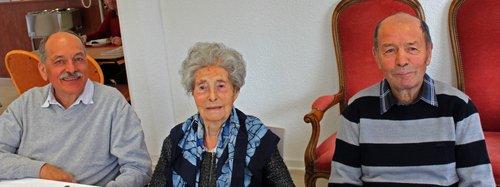 Mathilde Abbet, 103 ans,  entourée de ses deux fils