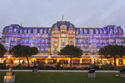 Le Fairmont Montreux-Palace illuminé