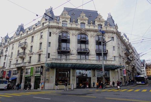 Lausanne - Ancien Kursaal Théâtre puis cinéma, devenu surface commerciale