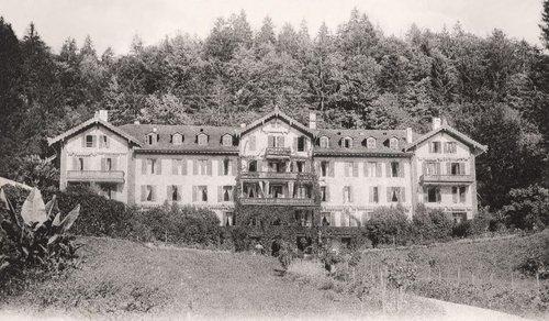 Le grandhôtel Giessbach de face